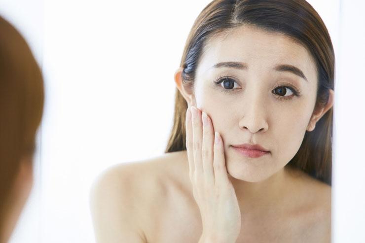 消す 方法 の 顔 赤み を 顔の赤みを消す化粧水3選|赤ら顔を治す方法|赤みをとるには