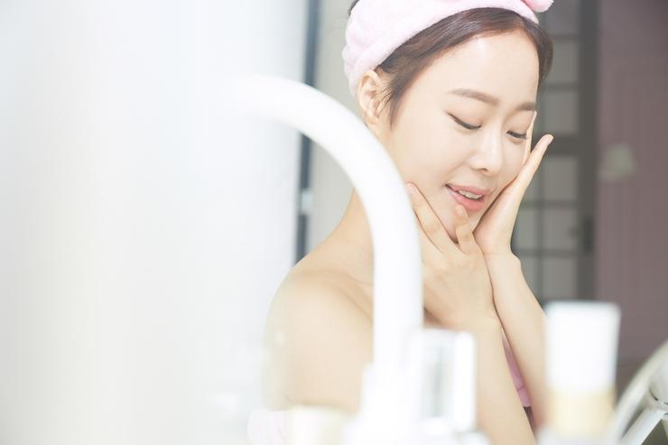 正しい保湿とは?肌の保湿力が低下する原因と対処法|医肌研究所|医師監修の肌ケア情報サイト