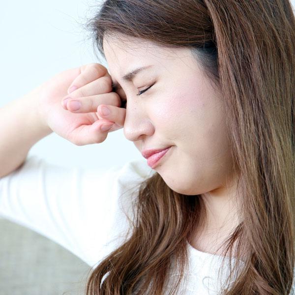 小さい ぶつぶつ おでこ 顔などにできるブツブツの正体は!?種類と原因、対処法|医肌研究所|医師監修の肌ケア情報サイト